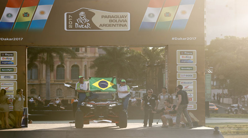 Lourival Roldan, aos 59 anos, é campeão do Rally Dakar 2017