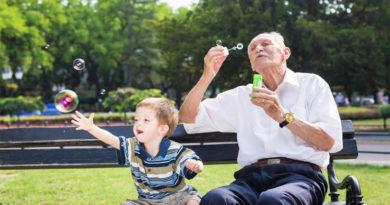 A 'infantilização' da pessoa idosa