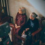 Isolamento, solidão e o desafio de pensar a longevidade