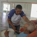Cofen proíbe enfermeiros de ensinarem técnicas de enfermagem a cuidadores de idosos