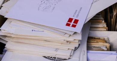 Trabalhadores dos correios franceses ajudam pessoas solitárias mais velhas
