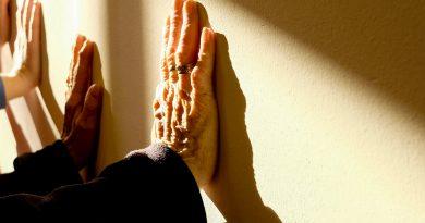Quais são os desafios de se longeviver dentro de uma ILPI?