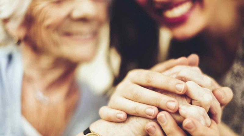 Livro fala do cuidador do idoso em ILPI