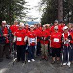 Caminhada reúne gerações e combate isolamento de idosos