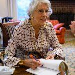 Aos 101 anos, americana publica seu primeiro livro de poesia