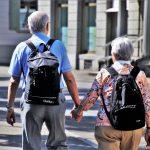 """""""Prescrever"""" atividades sociais beneficia idosos e evita demência"""