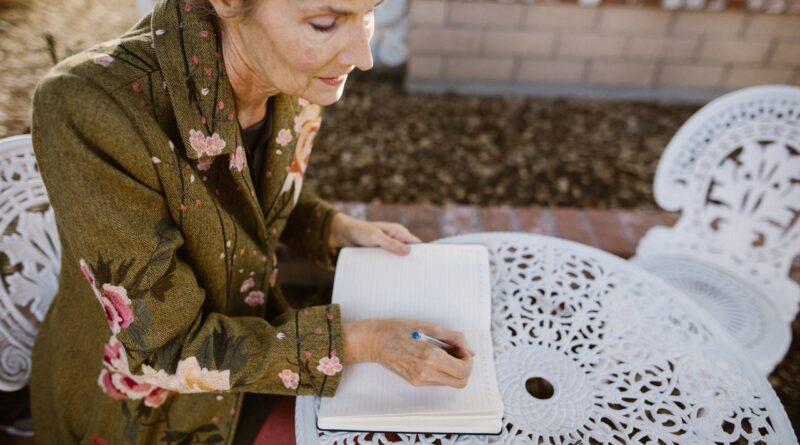 Envelhecimento feminino é tema de curso